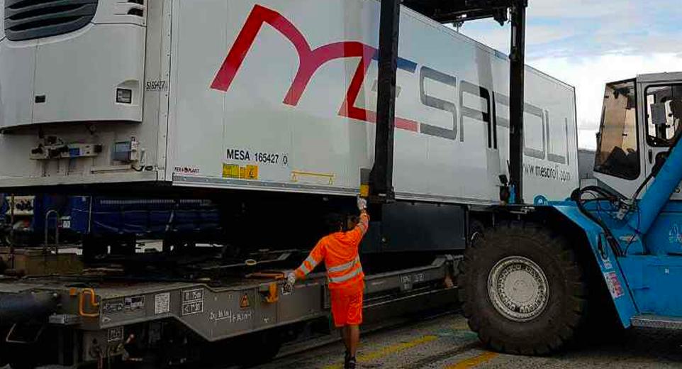 https://mesaroli.com/wp-content/uploads/2020/04/mesaroli-1-home-page-trasporto-intermodale.png